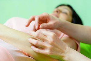 Akupunktur von Gelenken beim Heilpraktiker